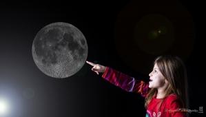 la lune à portée du doigt